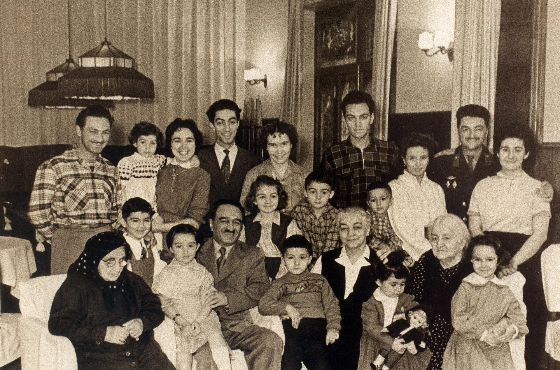Anastasmikoyanfamily.jpg