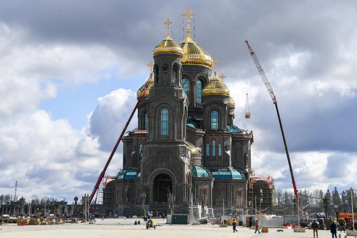 Cathedral_of_the_Resurrection_of_Christ,_Odintsovsky_District_01.jpg