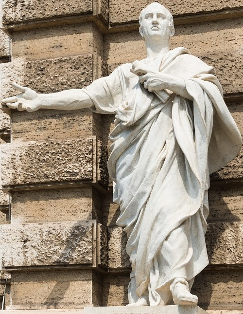 Cicero_statue_courthouse,_Rome,_Italy.jpg