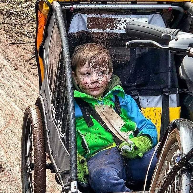 ребенок-грязь-взгляд-велосипед-4344667.jpeg