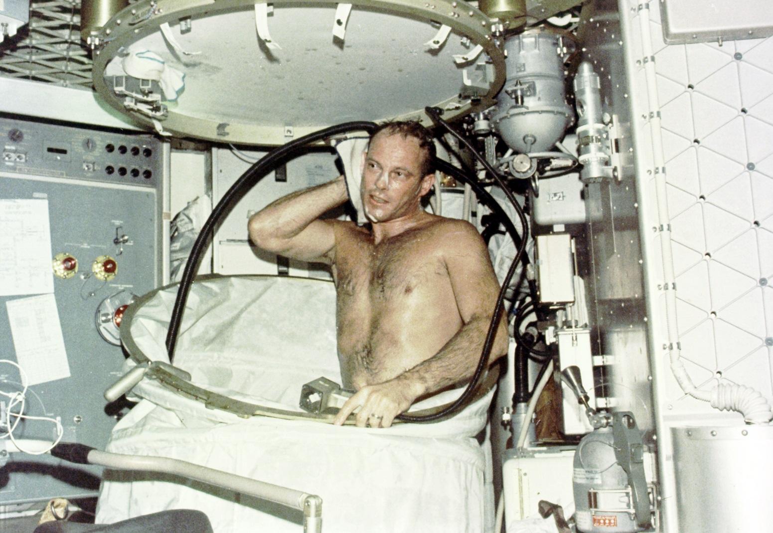 Showering_on_Skylab_94565948811.jpg